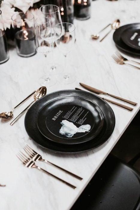 Platos para boda en negro