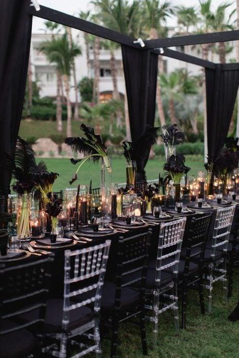 Decoración de salón para bodas en negro