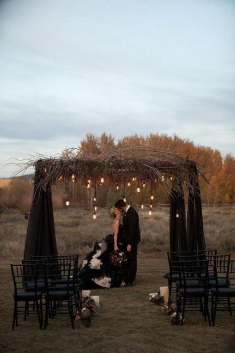 Altar de novios en negro