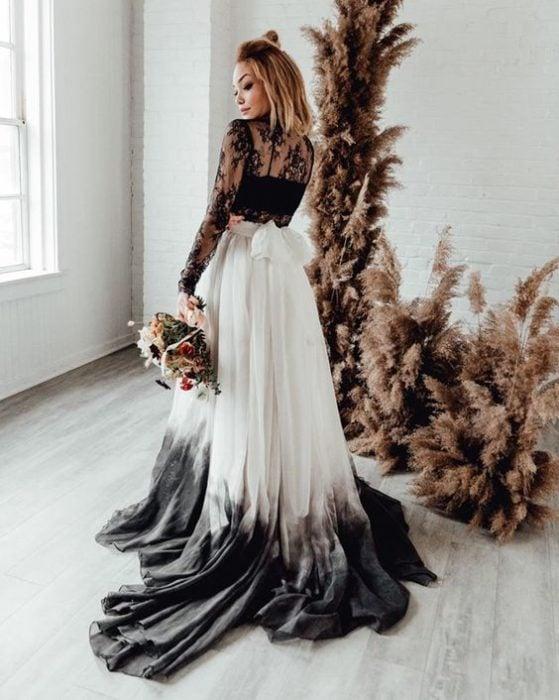 Vestido de novia blanco con degradado en negro