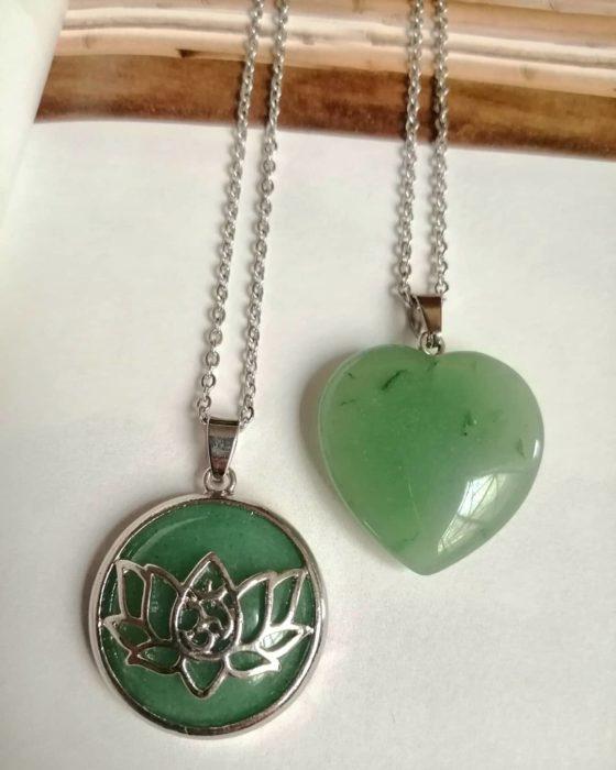 Collares con piedra jade