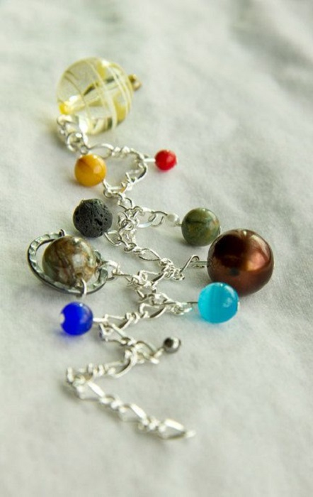 Bracelet inspired by the universe with charms that form the solar system and silver-colored chain