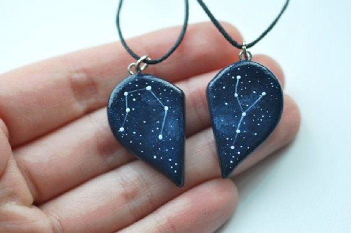 Necklace inspired by the universe with two pieces that form a heart and decorated with a constellation