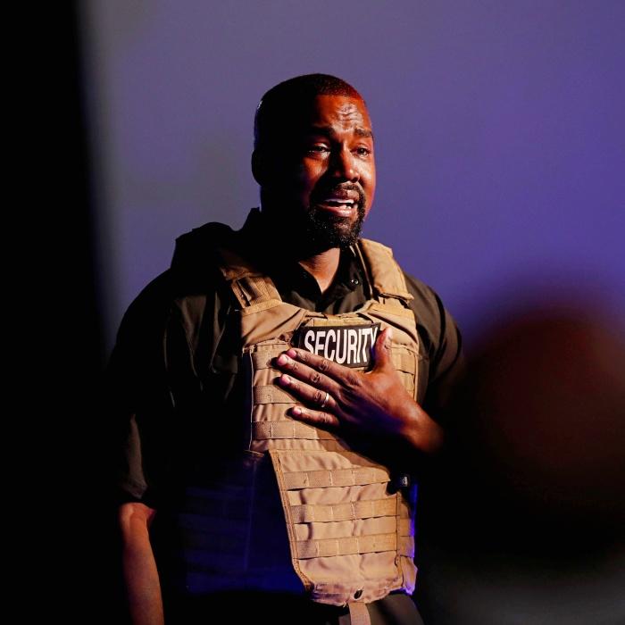 Kanye West llora al dar discurso en Carolina del Norte