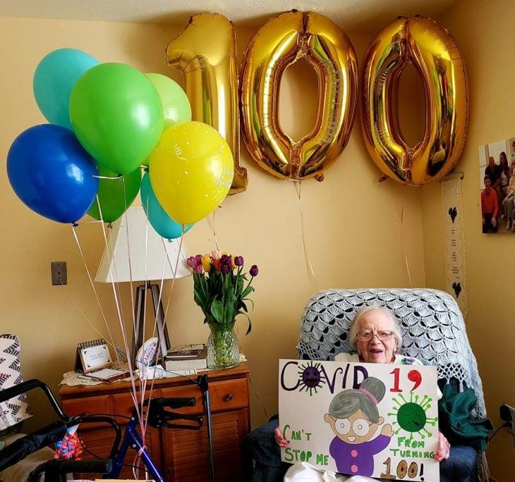 Leora después de haber vencido al coronavirus y festejando su cumpleaños