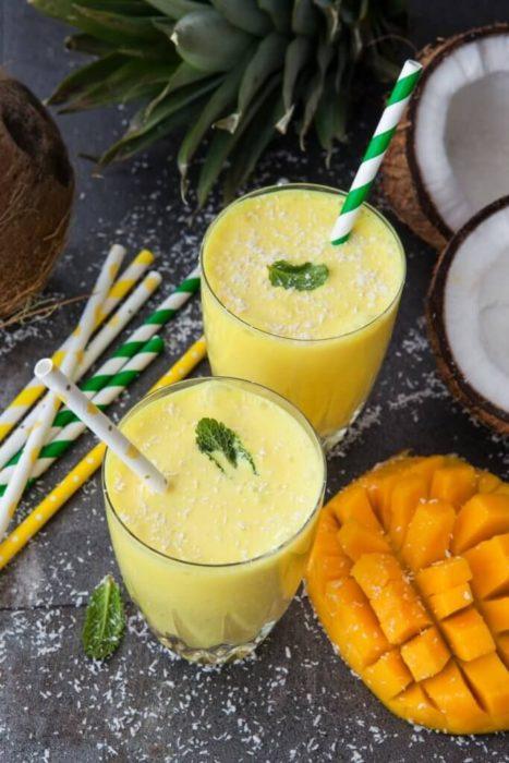 Licuado de mango, piña y miel