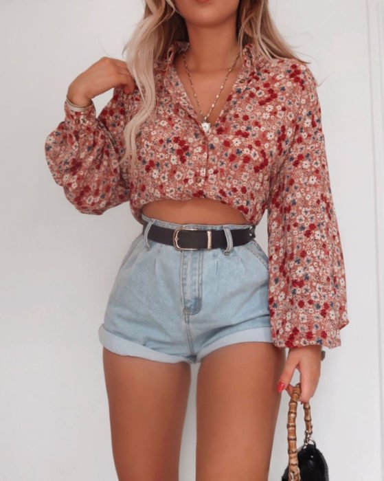Looks with vintage shorts; blonde girl with feminine salmon pink blouse with long sleeves with flowers