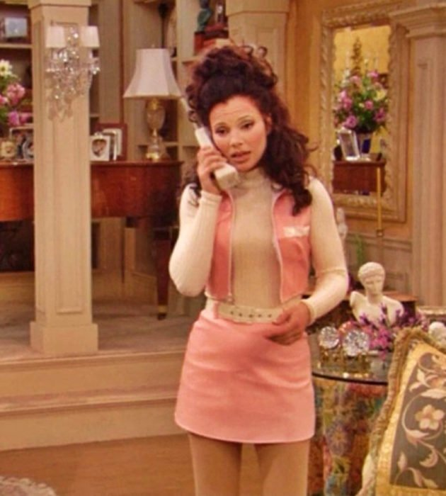 Looks de Fran Drescher de 'La Niñera'; falda rosa con chaleco