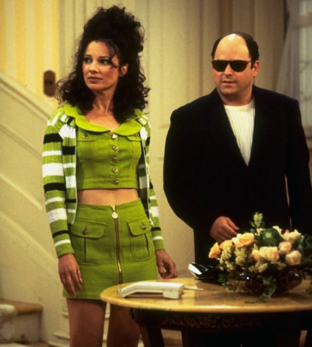 Outfits by Fran Drescher from 'La Niñera'; olive denim skirt and vest