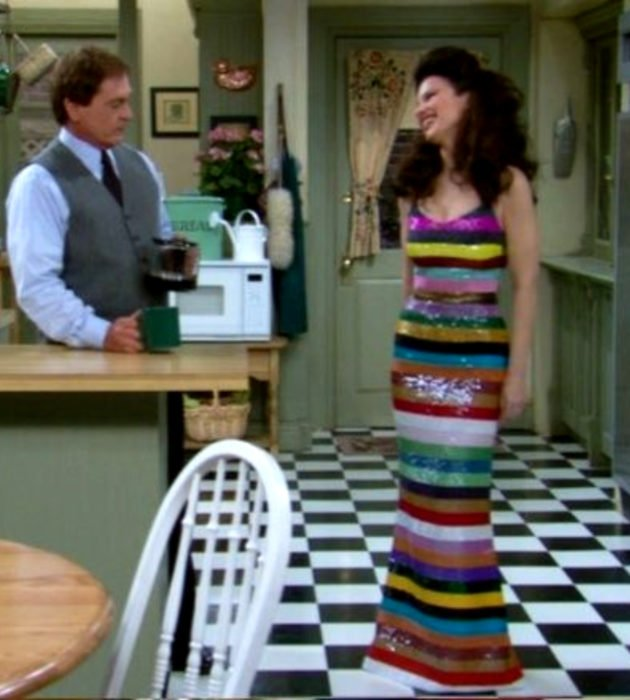 Outfits by Fran Drescher from 'La Niñera'; colorful striped sleeveless maxi dress