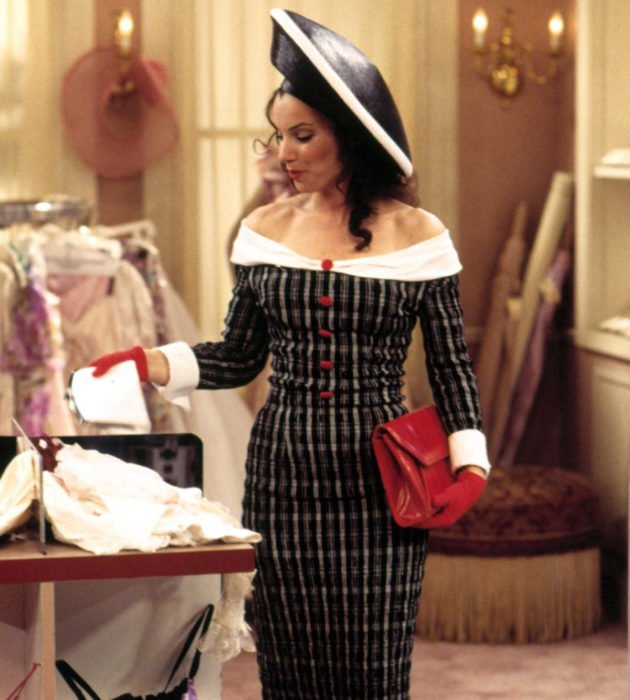 Outfits by Fran Drescher from 'La Niñera'; Parisian fashion, plaid dress and hat
