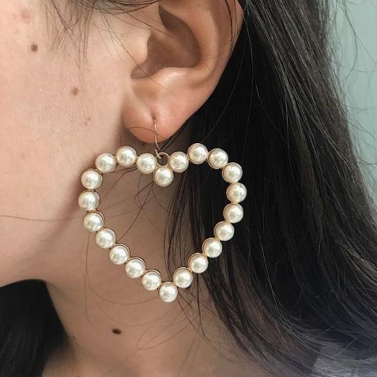 Pearl earrings in the shape of a heart