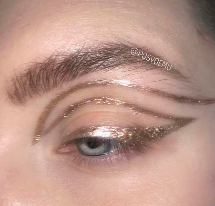 Gold eyeliner eye makeup