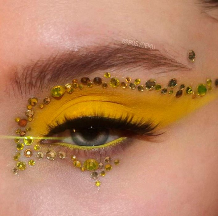 Yellow eye makeup and yellow applications