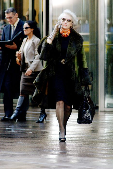 Scene from the movie El Diablo Dress up fashion. Miranda walking the streets while wearing a green coat