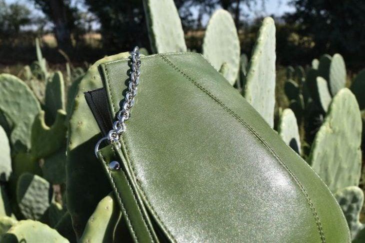 Bolso hecho de cuero de nopal