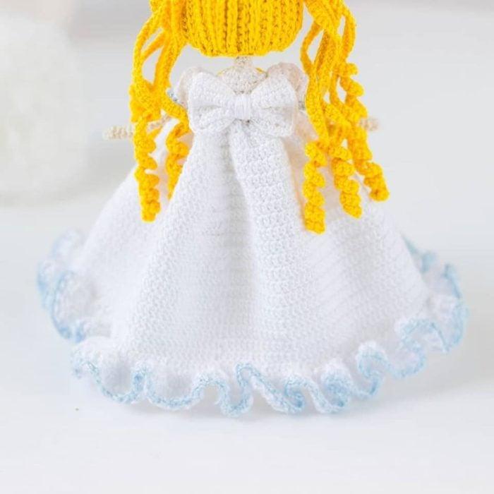 Muñeca tejida de serena