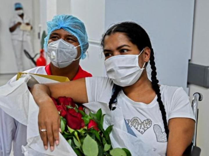 Diana Paola Angola y su prometido