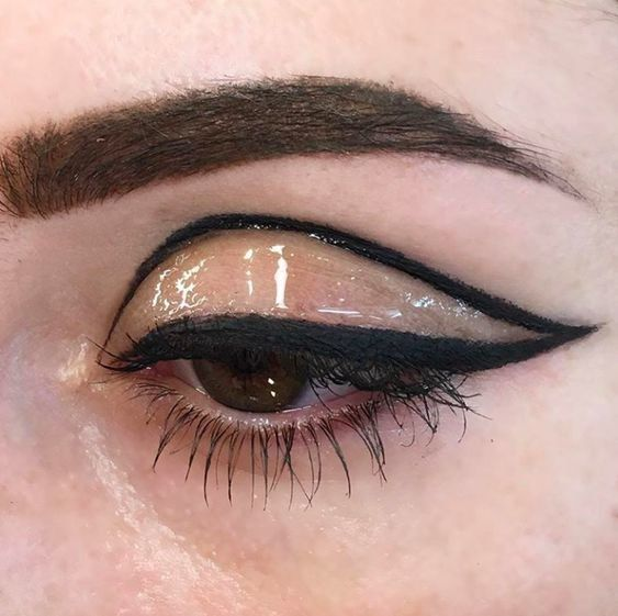 Graphic outline with glossy eye effect