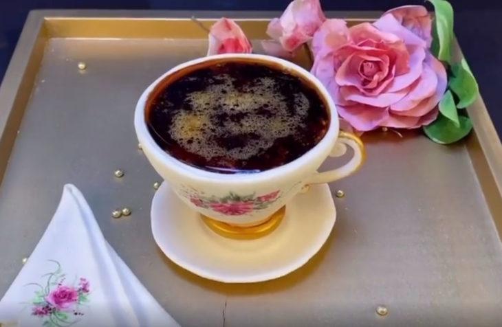 Pastel artístico inspirado en una taza de café