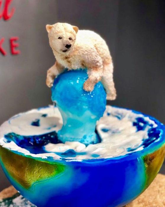 Pastel artístico inspirado en un oso polar sobre lo que queda un glaciar de hielo