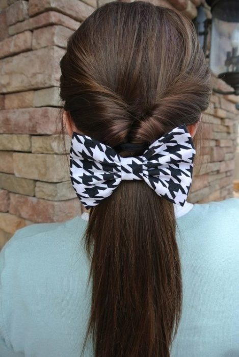 Low ponytail with white bow with black