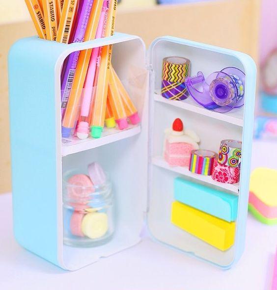 Mini refrigerador para guardar artículos de papelería