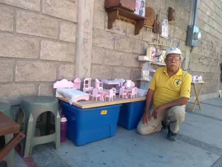 Don ramón en su puesto a las afueras del zoológico de Chilpancingo