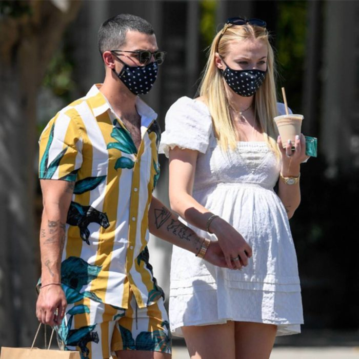 Sophie Turner y Joe Jonas tomados de las manos durante su embarazo