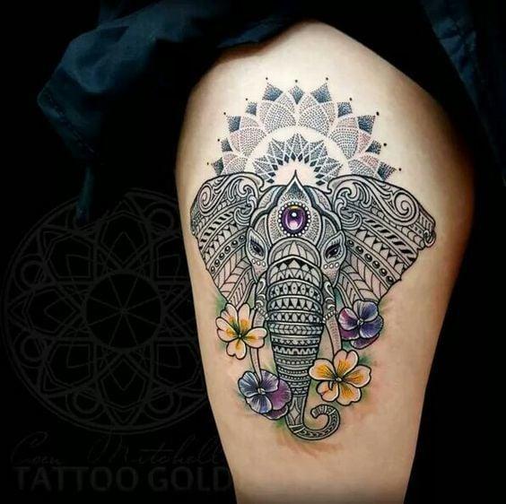 Tatuaje de elefante con mandala en la pierna