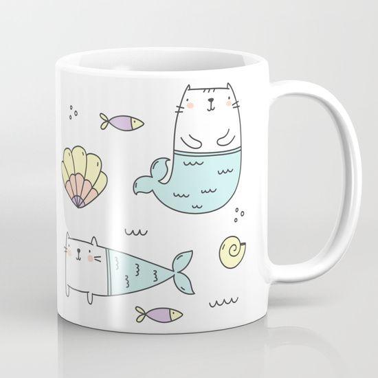Taza blanca con estampado de gatitos con cola se sirena