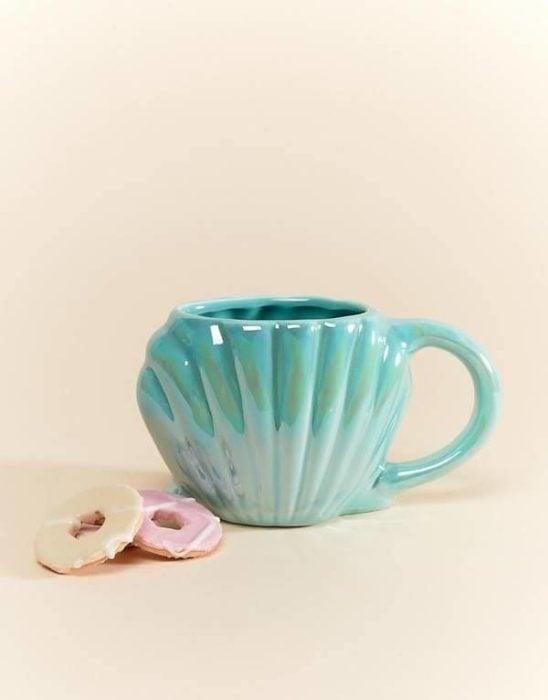 Taza de café en forma de concha marina