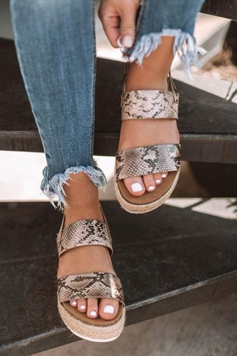 Platform sandals with straps with animal print