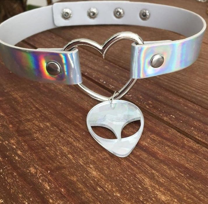 Chocker with litmus ufo face