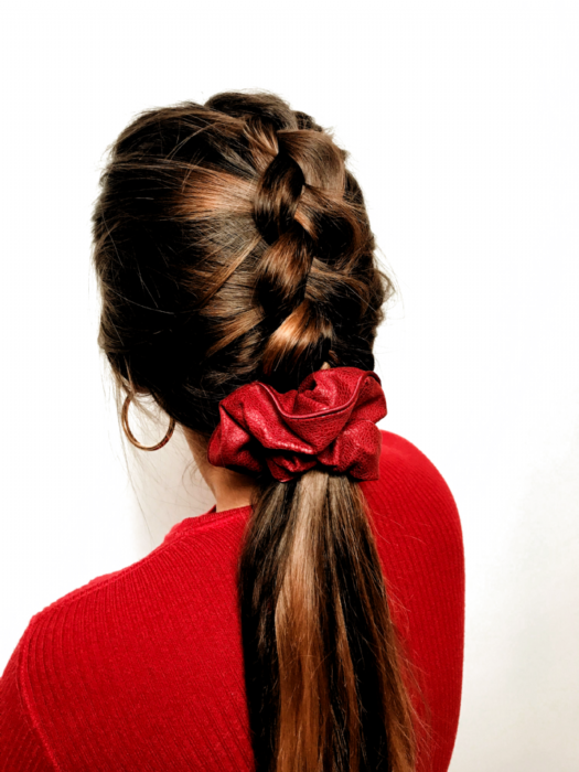 Braid at the nape in ponytail adorned with scrunchie
