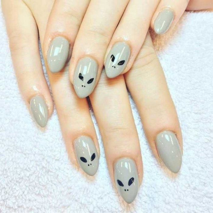 Manicure with alien faces