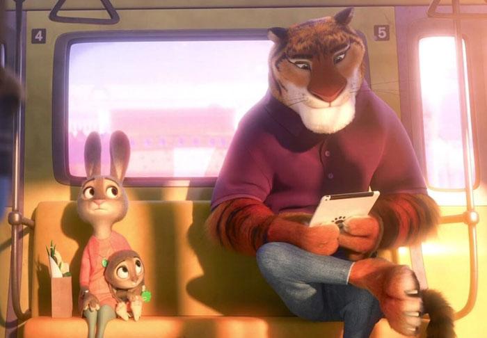 Escena de zootopia en la que van juntos un conejo y un tigre en un vagón de tren