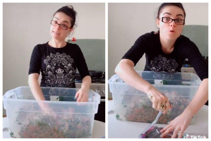 Violeta Isfel, actriz, preparando carne para hamburguesas