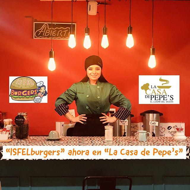 Violeta Isfel, actriz, usando filipina verde y promocionando su negocio de hamburguesas