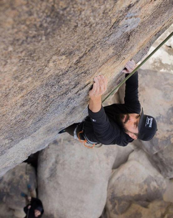 Zac Efron haciendo escalada