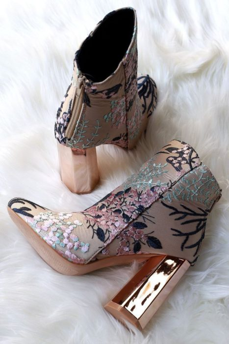 Wide-heeled ankle boots with a flowery design and a mirror effect heel
