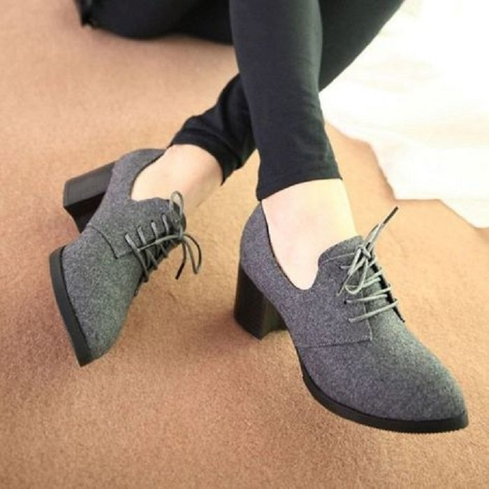 Wide gray oxford shoes with rat gray color and black heel