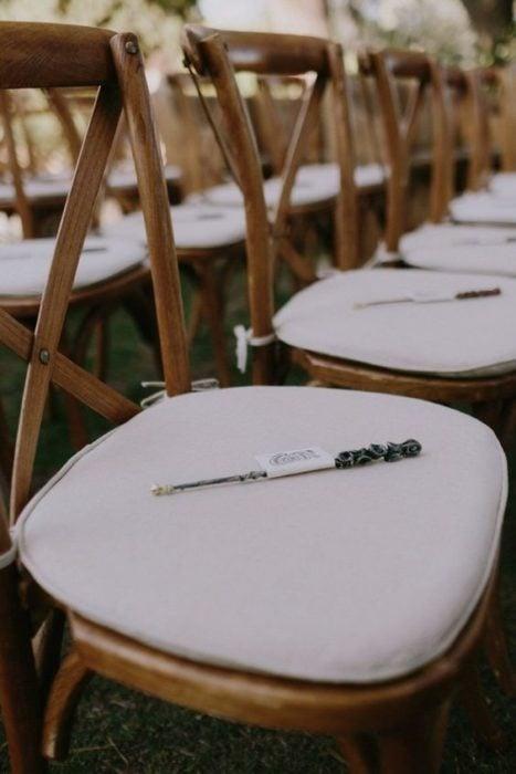 Varitas de Harry Potter en silla de invitados de boda