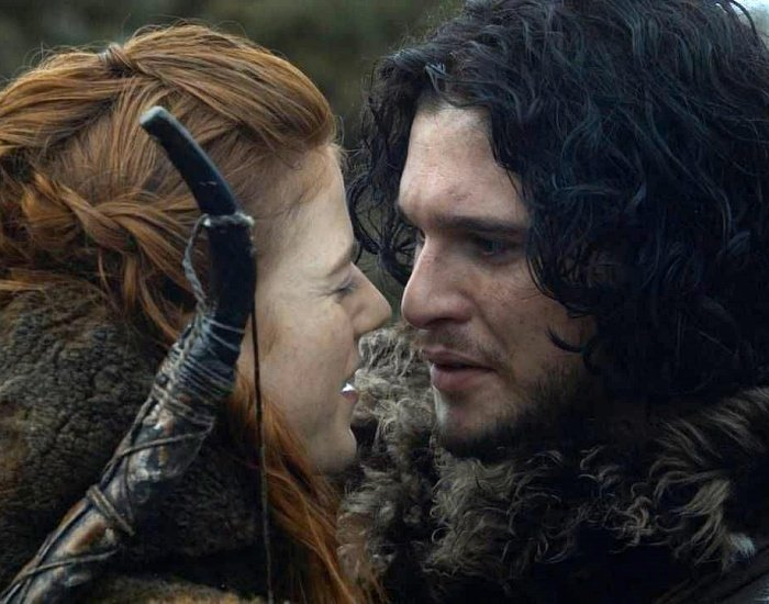 Kit Harington y Rose Leslie como jon snow e ygritte en la serie de game of thrones