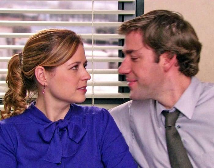 Jenna Fischer y John Krasinski en la serie de the office