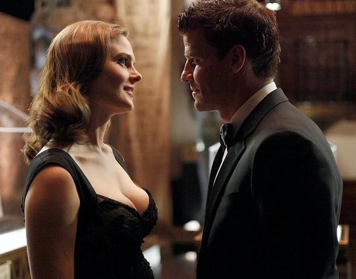 Emily Deschanel y David Boreanaz en la serie de bones