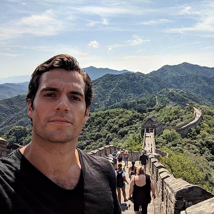 henry cavill en la muralla china