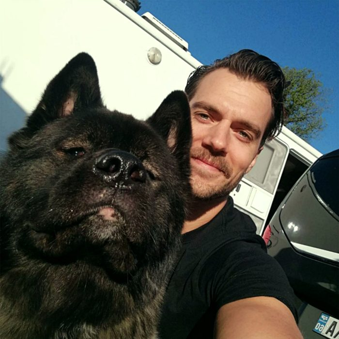 henry cavill y su perro kal