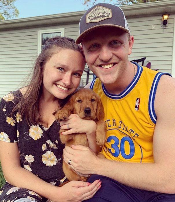 Will y Alyssa con su mascota