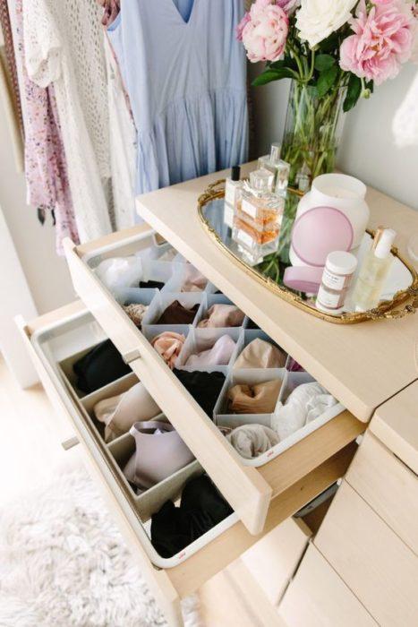 Cajón con ropa interior